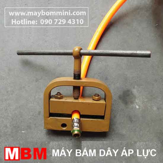 may-bam-ong-ap-luc-quay-tay
